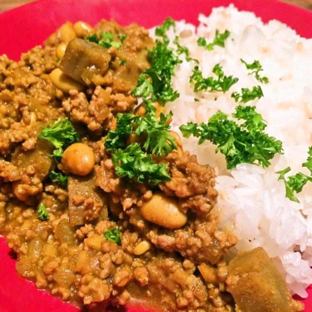 たっぷりの生姜と意外な組み合わせが美味しい「大豆とゴボウと挽肉のカレー」