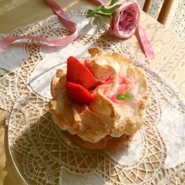 苺カスタードメレンゲパイ。
