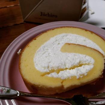久しぶりに #冶一郎 のロールケーキ幸せの味~。ありがとうルミネカード10%OFF。
