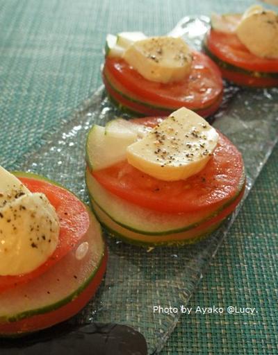 トマトとキュウリのカプレーゼ