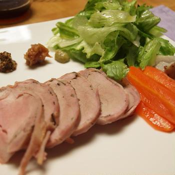 ルクエ シリコンロースターを使って豚フィレ肉のローストポーク