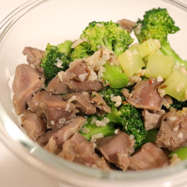 月末お助けおつまみ♡ 安価な砂肝とブロッコリーで、塩麹の旨味で味付け。ニンニクとクミン炒めを作ろう。