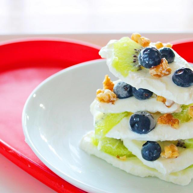 【簡単デザート】キウイフルーツとブルーベリーのヨーグルトバークの作り方☆  by 和田 良美
