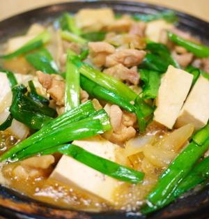 鶏鍋 ~ 甘辛醤油ダレ・豆腐とニラ入り