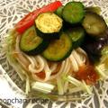 夏野菜の油炒めと梅味の冷しうどん。°