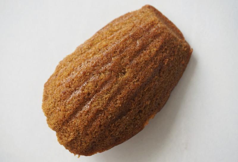 ■「紅茶」218円(税抜)<br>セイロン産の紅茶を使った香り高いマドレーヌ。<br>ストレートティ...