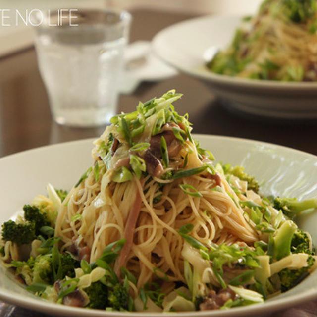 簡単ランチにいかがでしょう!イカの塩辛とキャベツとブロッコリーの冷製カッペリーニ