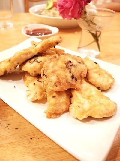 クミンシードでカレー風味な鶏むね肉のピカタ。盛岡冷麺にものっけてみました。
