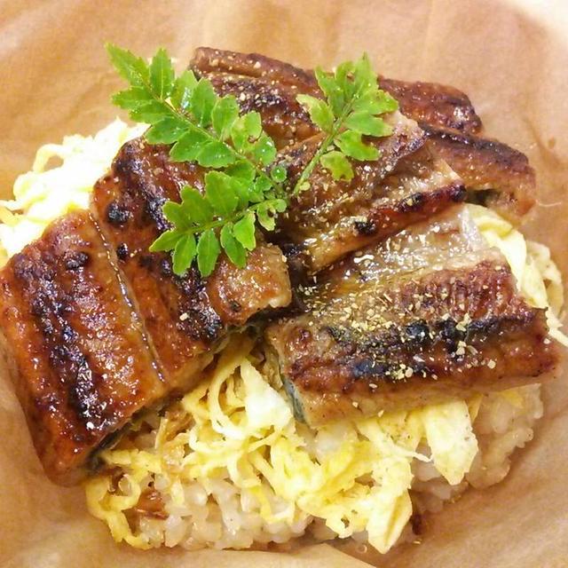 今日は土用の丑の日我が家は玄米ご飯に、錦糸玉子、鰻をのせてせいろ蒸しにして頂きました。