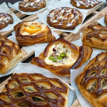 連休最終日はパンの仕込み明日まで冷蔵庫でお休み中♯八重桜酵母♯苺酵母