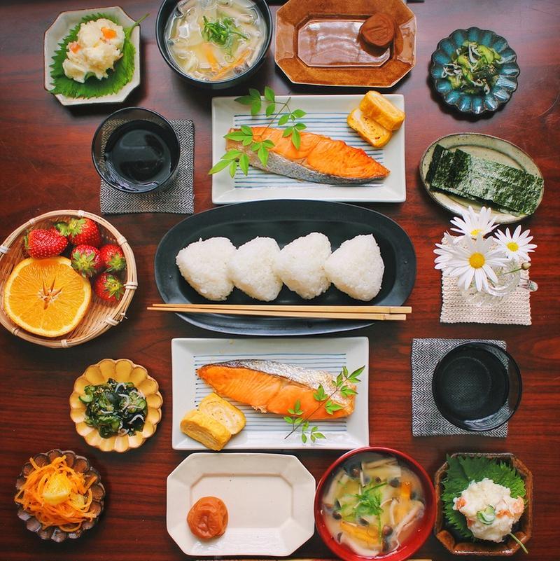 「わかりやすさ」でしょうか。例えば、三角おにぎり、お味噌汁、卵焼き、焼き鮭を見ると「定番の朝ごはんだ...