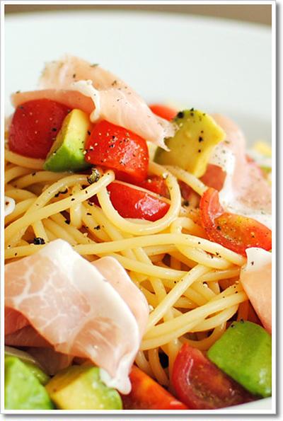 サンダニエーレ産生ハムとアボカドの冷製スパゲッティ