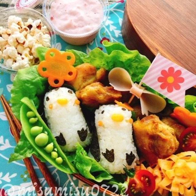 【キャラ弁】ペンギンおにぎりとタンドリーチキンの遠足弁当