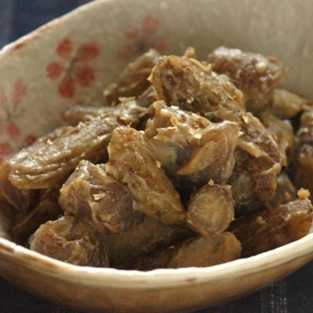 ごぼうとこんにゃくの白味噌胡麻煮。