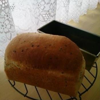黒ごまミニ食パン♪ハンバーグサンド・メープルバタートースト♪