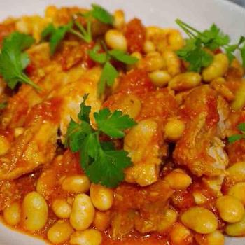 甘酒で作る、お豆とチキンのトマト煮込み