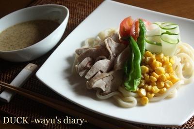 蒸し鶏と夏野菜のまろやかカレーつけ麺。