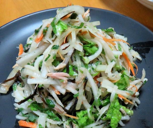 3. 色々やさいの塩昆布サラダ