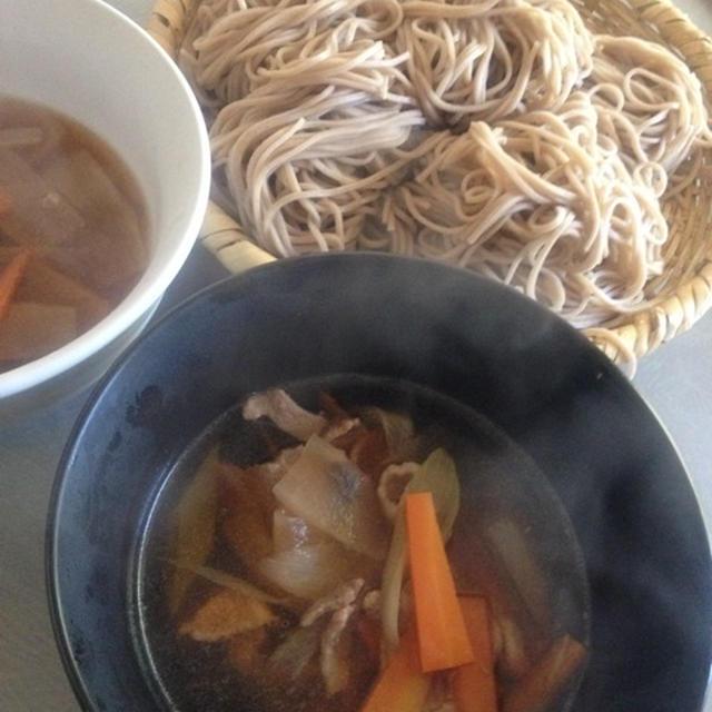 お肉と野菜のつけ汁でお蕎麦を頂きましょ!