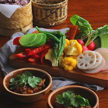 タイ風 野菜のミートソースディップ(ナムプリックオーン)