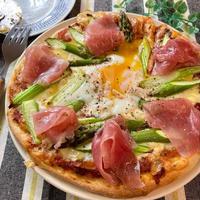 卵とろ〜り♡アスパラビスマルク【#簡単レシピ#ピザ#ビスマルクピザ#パン】