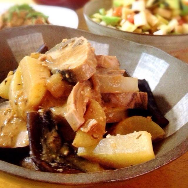 なまり節と大根の味噌煮。長芋とクリチのサラダ。