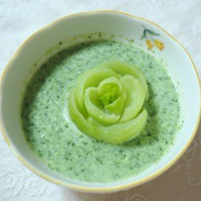 青梗菜(チンゲンサイ)のポタージュ~バラの花を添えて~