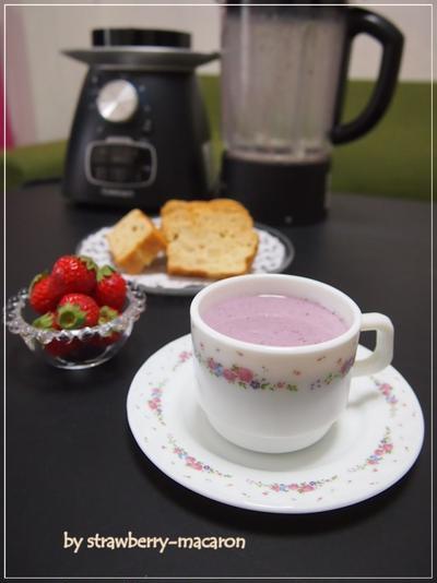 苺・ブルーベリーのホットヨーグルトスムージー