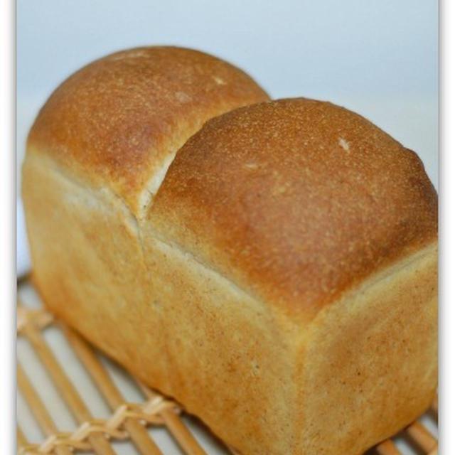 ホシノ天然酵母de全粒粉山食パン