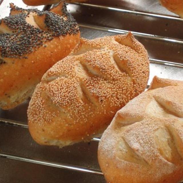 「たった2つ!の生地で作るパン」相原一吉のパンのこと:小さなサイズの角パン三種:相原一吉さんによって引き継がれたパン