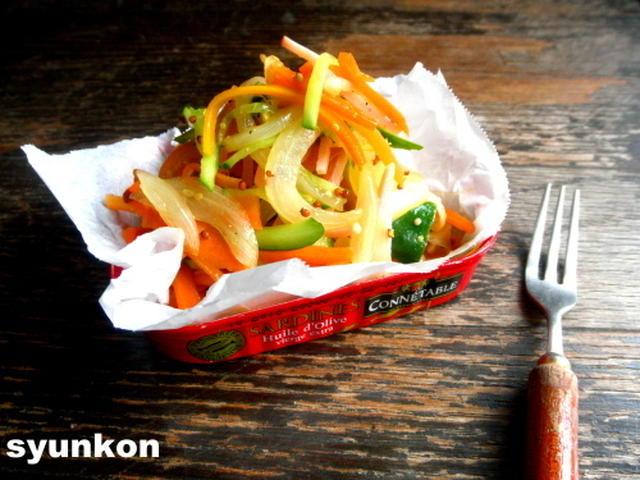 . にんじんときゅうりと玉ねぎとハムのサラダ