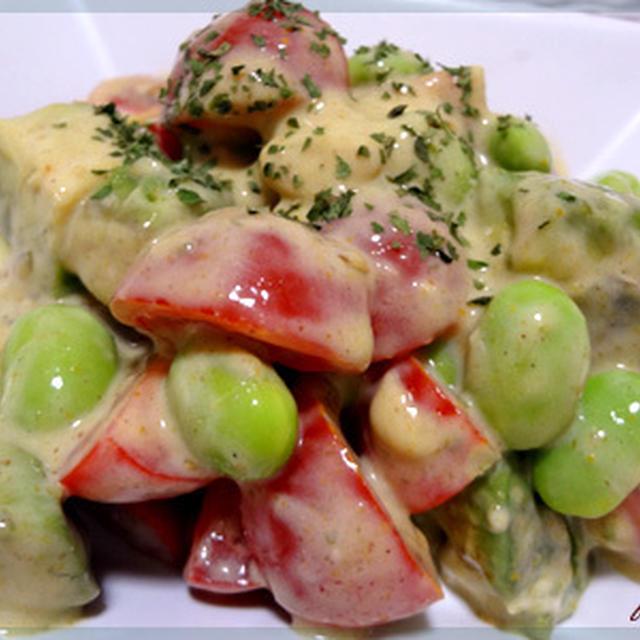 枝豆とトマトとアボカドの豆乳カレーマヨサラダ