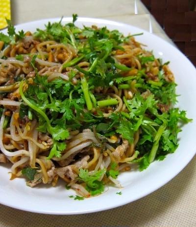 夏のパーティー料理 一品目 ベトナム風焼きそば