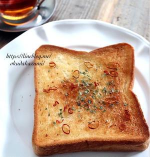 【お気に入り朝ごはん】ペペロンチーノ風ガーリックトースト