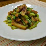 めんつゆ×ごま油で簡単おかず、小松菜とさつま揚げのサッと炒め。