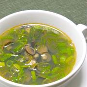 オウチ飲みに、、5分で出来る熱々スープはピリ辛で減塩!しじみと青ネギの中華風スープ。