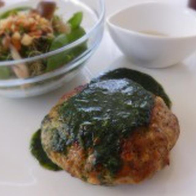 ふわふわハンバーグをモロヘイヤソースで【2日目昼食】