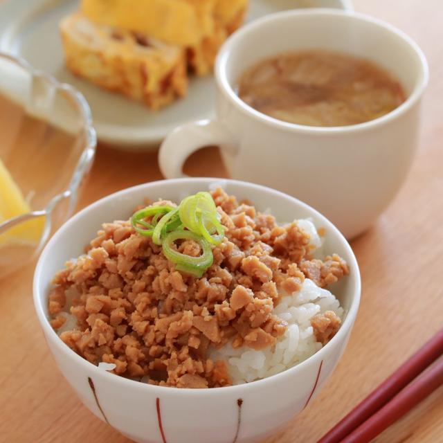 お節アレンジ♪残った高野豆腐の煮物で、肉風そぼろ