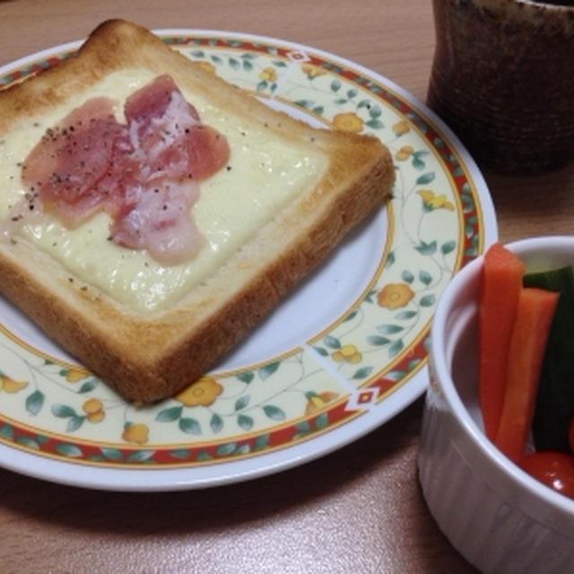 簡単ランチ☆生ハムチーズトースト。