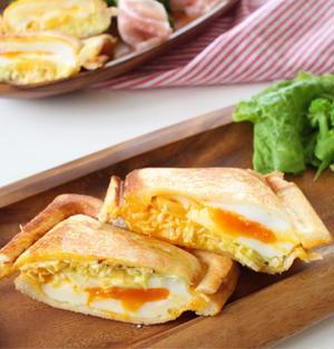 キャベツと半熟卵のホットサンド
