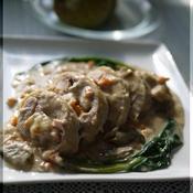 鶏もも肉のインボルディーニ ポルチーニクリーム煮込み