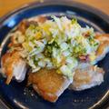 山盛り浅漬で食べるパリパリの鶏塩焼き