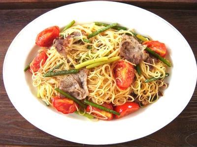 豚肉とトマトとにんにくの芽のスパゲティ