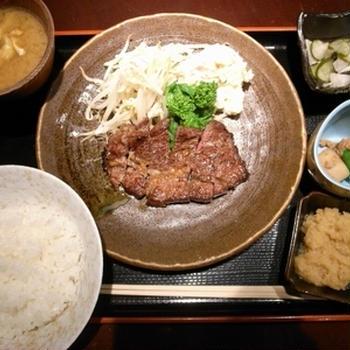 【八重洲とよだのステーキ定食、フライ盛り合わせ定食は抜群に旨かった!】