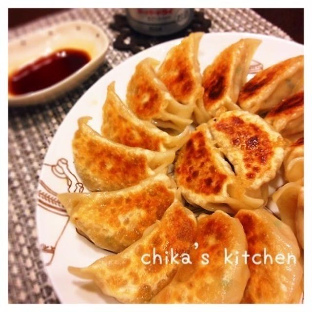断トツ人気‼︎肉汁ジュワ〜♡ヘルシー&節約♪我が家の絶品餃子♡と箸のパンツ。