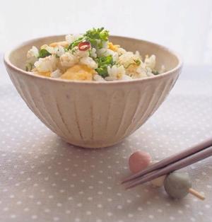 菜の花の炒り卵のぺペロンチーノ風混ぜごはん。