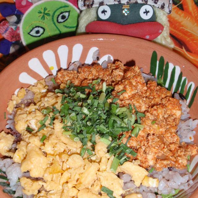 コチュ豆腐そぼろ丼&キュウリのトマトチーズ煮(お家カフェ)