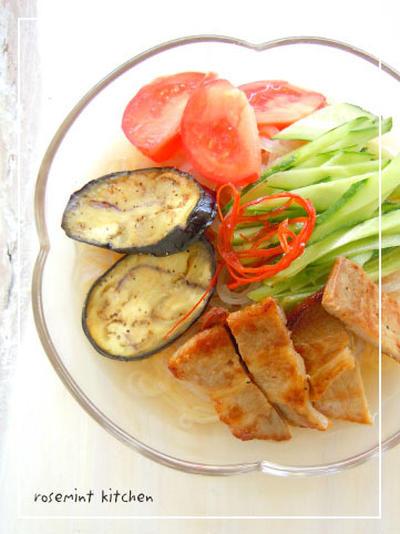 黒酢で作る自家製スープの冷麺