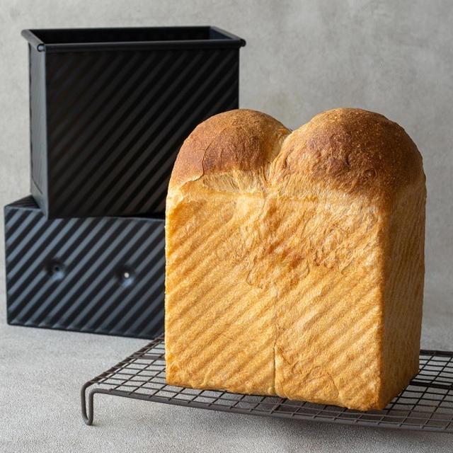 イギリス食パン型で焼く、スタイリッシュなハード食パン