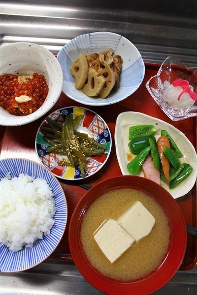 ごま豆腐のおつゆ・いくら納豆・・・おっと朝餉